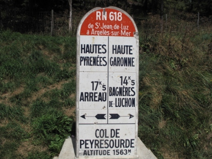 Route Nationale 618; Hautes Pyrenees, to the left; Haute Garonne to the right